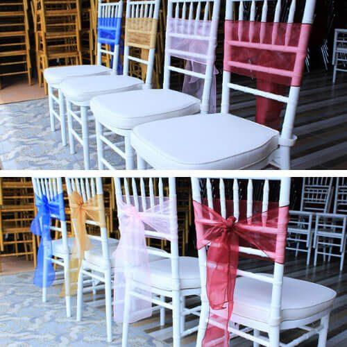 kursi tifani putih polos dan pita